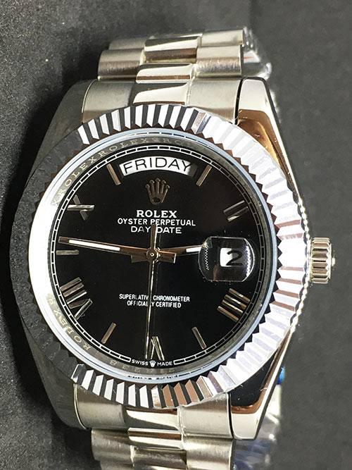 Replica de reloj Rolex Day-Date 20 (40mm) 228238 Esfera negra (Correa President) Automático (Números romanos)