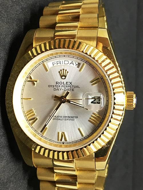 Replica de reloj Rolex Day-Date 19 (40mm) 228238 Esfera blanca (Correa President) Automático Oro amarillo (Números romanos)